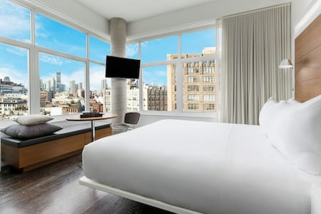 James SoHo - Corner King Studio Skyline Guestroom