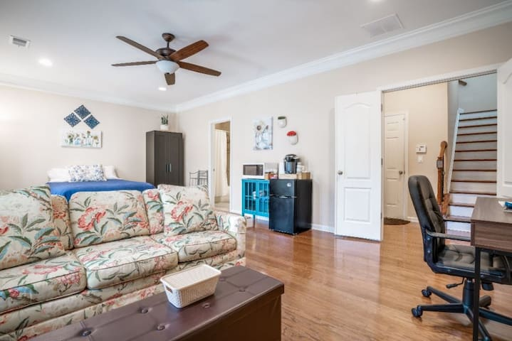Roswell Ultra-Private Suite & Garage (2 Beds)