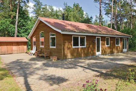 Holiday cottage with 3 bedrooms on 104m² in Rønde