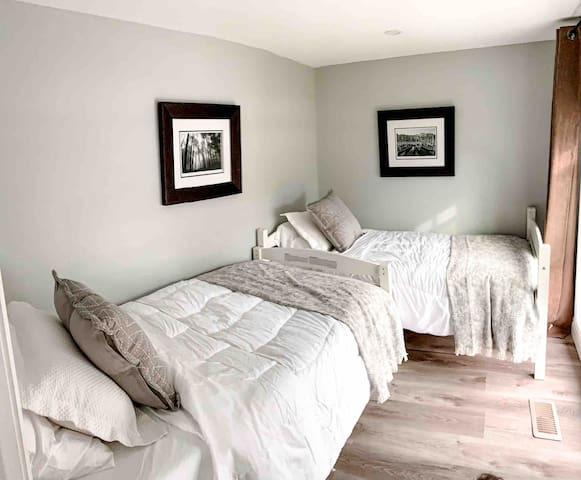 Small Front bedroom with 2 single beds. Both beds have memory foam mattresses.