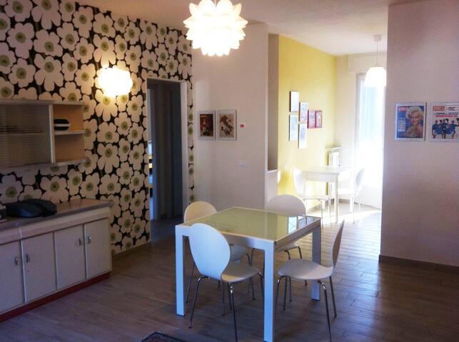 Vintage sunny house into Lago Maggiore's gardens - Lesa - Apartment