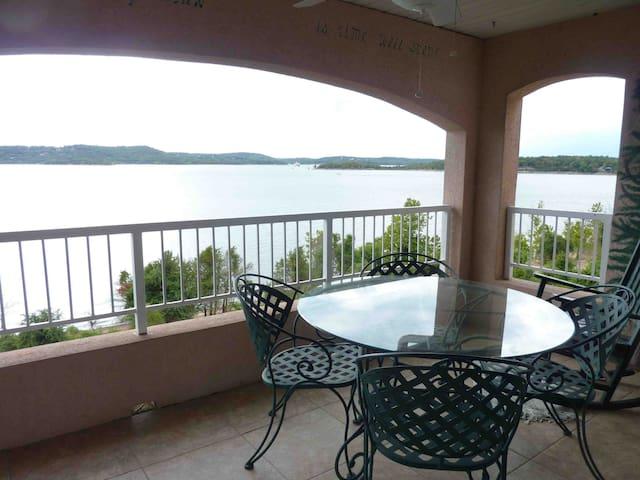 #Top floor Beautiful lake/side view