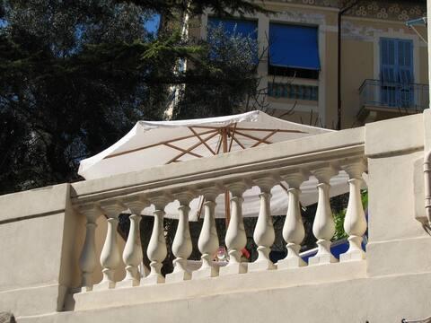 CASA 8 ⅟₂, elegant apartment with garden