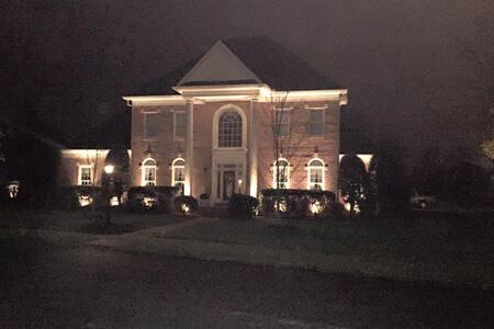 Captain's Quarters - Hendersonville - Hus