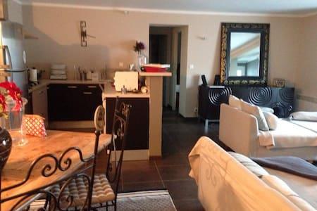 Appartement bas de villa - F3 - Bocognano