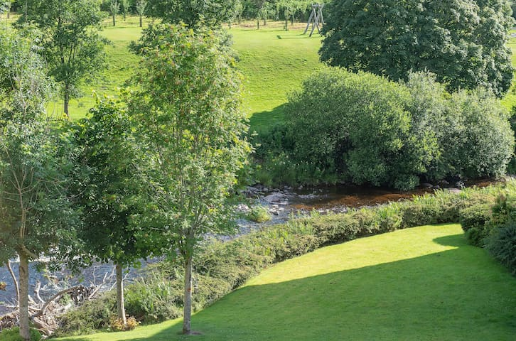 Cosy riverside apartment in historic Stirlingshire