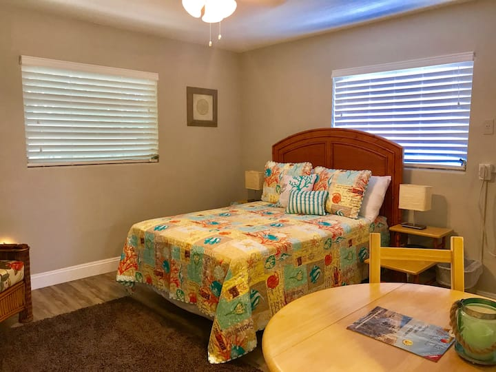 Large Motel/Efficiency on Clw Beach Unit 6