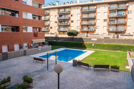 2 bedrooms, parking, pool, near beach - Lloret de Mar