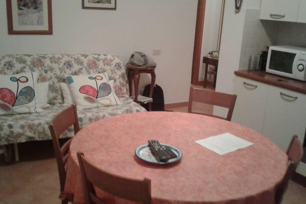 (Salone) Tavolo e Divano-letto