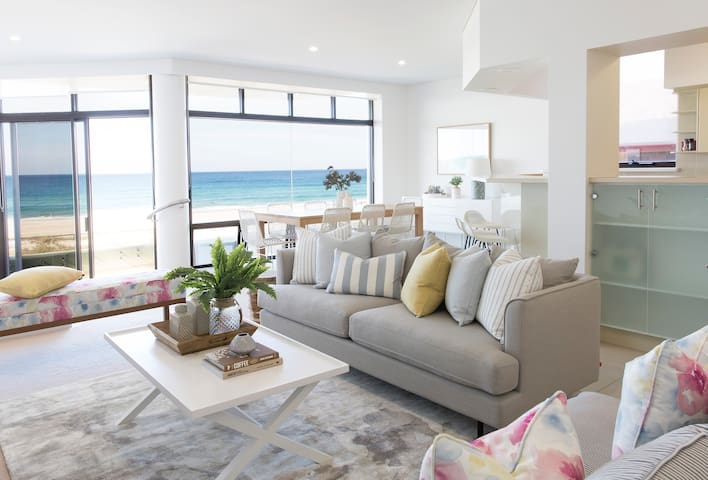 VOGUE HOLIDAY HOMES - TALLEBUDGERA BEACH HOUSE