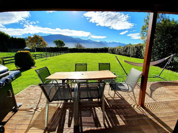 Te Mahuru Retreat Kaikoura - Cottage with Hot Tub