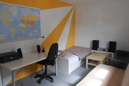 Calm and well served student room - Apartment