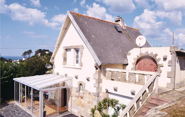 Holiday cottage with 3 bedrooms on 105 m² in Ploumoguer