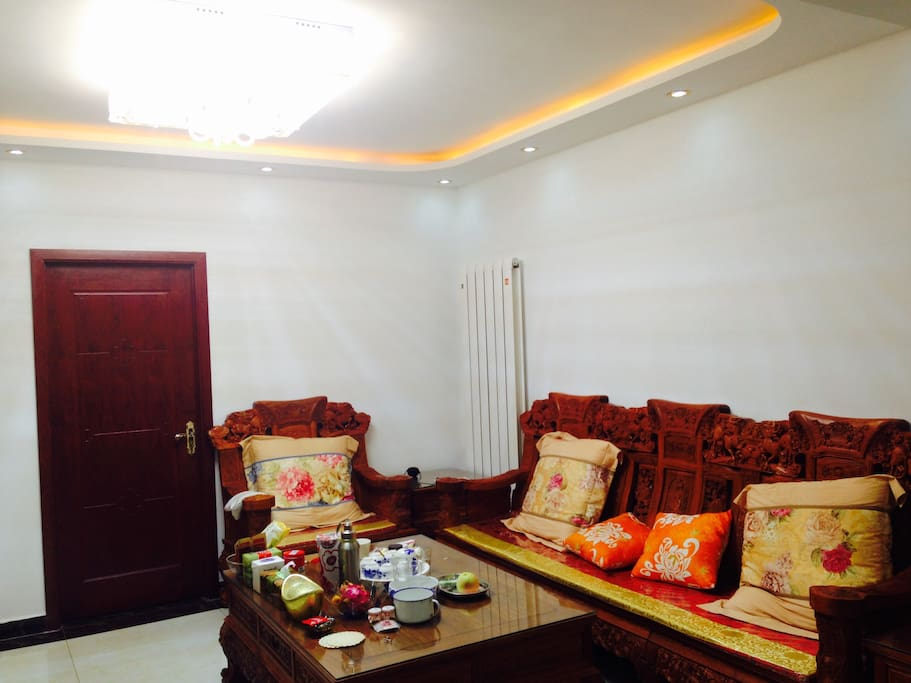 Spacious lounge with Chinese characteristics