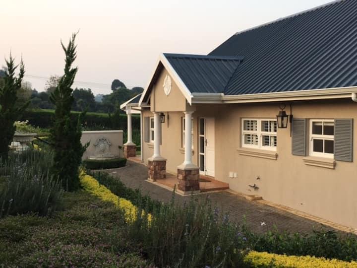 Pvt 2 Bed Cottage Equestrian Estate Summerveld