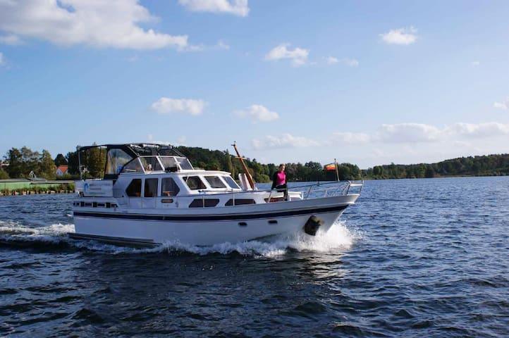 """Ferienwohnungen Malow - Yacht """"Ostara"""""""