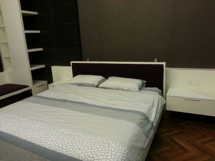 The Suite @ Straits Quay - Master Bedroom, King bed