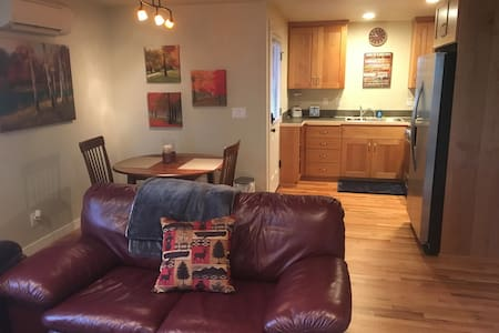 Private apartment...great for a couples getaway. - Eugene - Apartment