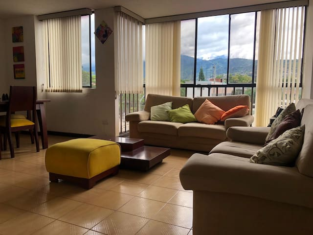 ¡Amplio, comodo y centrado apartamento en CALI!