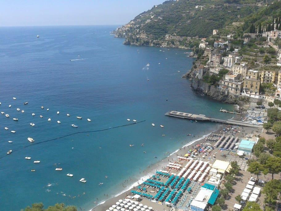 Vista mare dal balcone alla francese