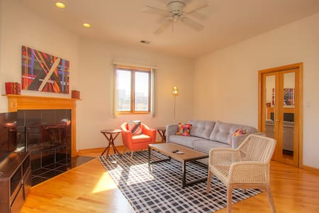 2BR Lakeview Penthouse with Deck - Chicago - Apartment
