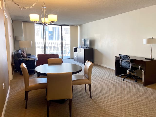 Private balcony w/downtown view! Brooks Tower 6G