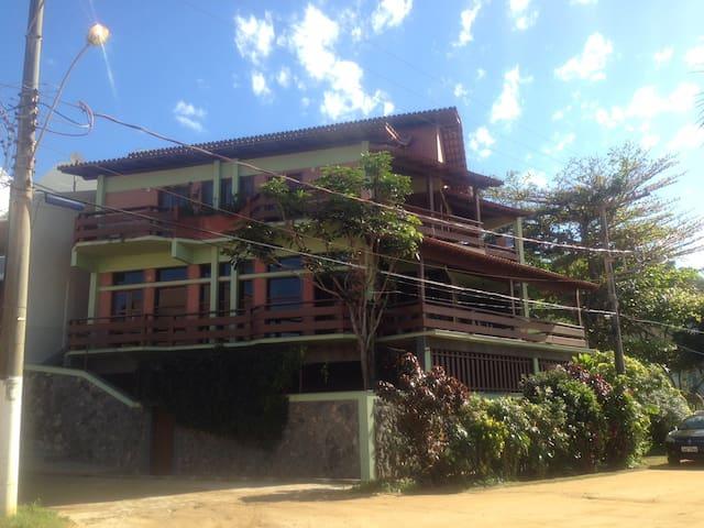 Espetacular casa frente melhor praia de Iriri!