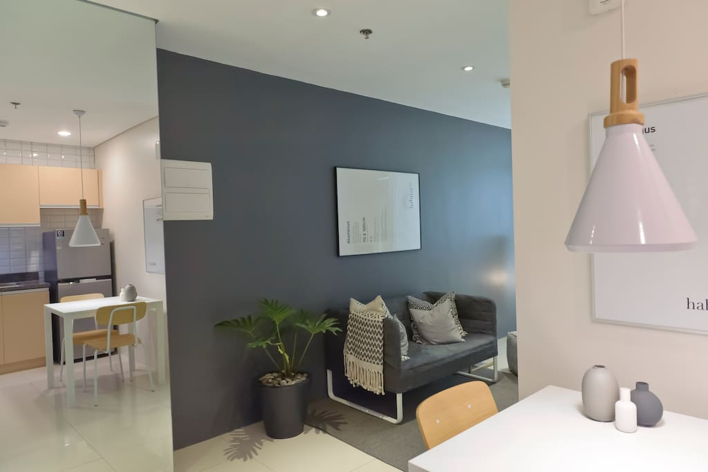 Welcome to our 30 sq m, fully furnished 1-bedroom on the 10th floor Parkwest Residences unit