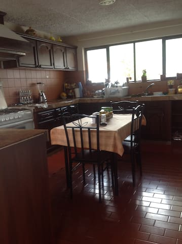 Habitaciones en casa en urbanización exclusiva - Cuenca - Dom
