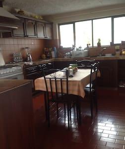 Habitaciones en casa en urbanización exclusiva - Cuenca - Rumah