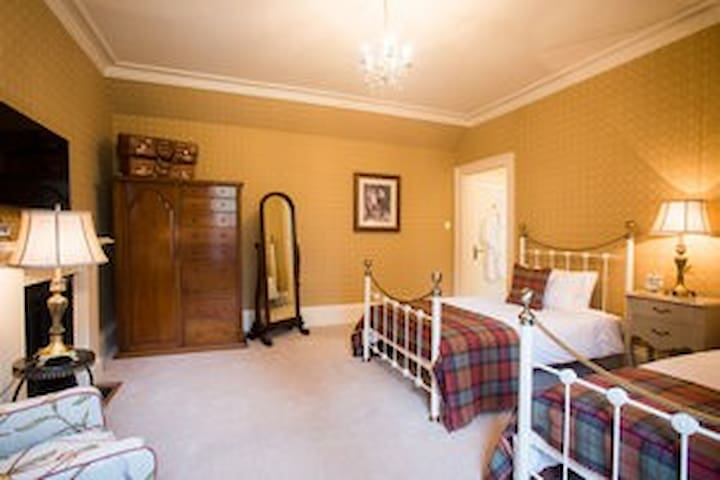 Army Room - Luxury B&B in Scottish castle - Highland - House