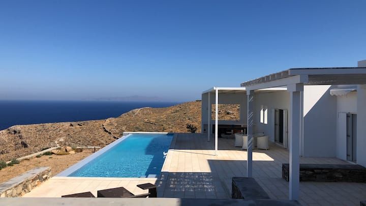 Beautiful villa with breathtaking views in Syros