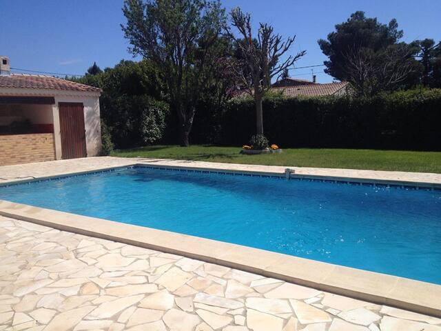 Villa jardin piscine 120m² en Provence