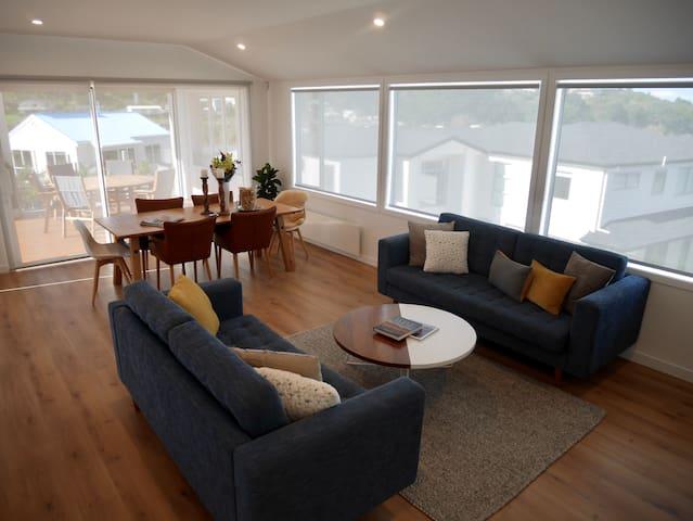 Upstairs living/lounge