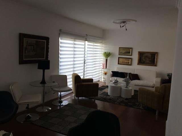 3 suites próx Estádio Morumbi e Albert Einstein - São Paulo - Apartment