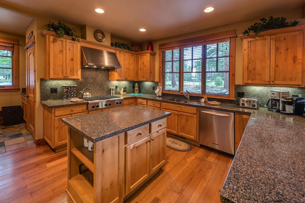 Full, gourmet kitchen
