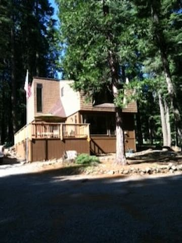Knotty Pine cabin on golf course - Chester