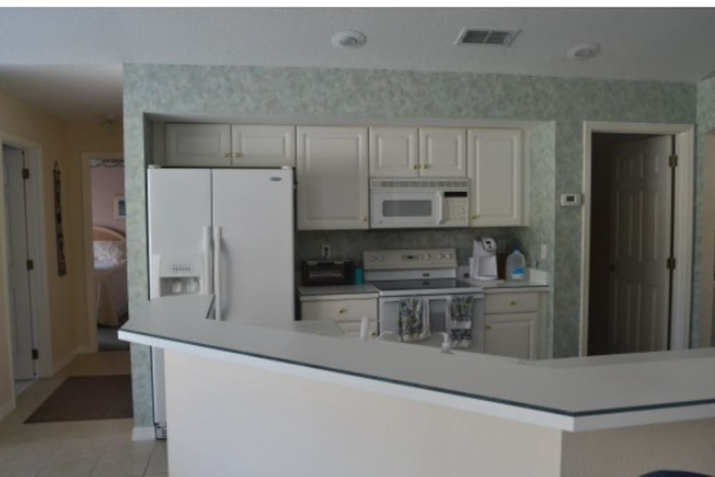 Fully equipped Kitchen, Laundry room with washer dryer.