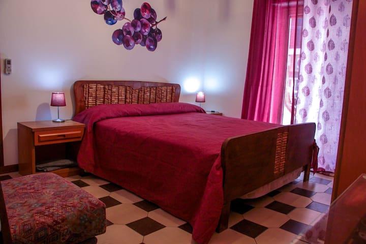 Double room close to sea (100m)and Taormina