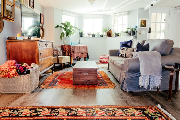 Private Capitol Hill 1 Bedroom Apt w/ Parking
