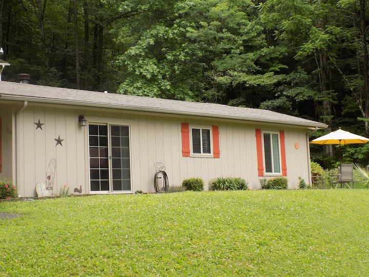NEW! Pet friendly Moonfall Cottage.