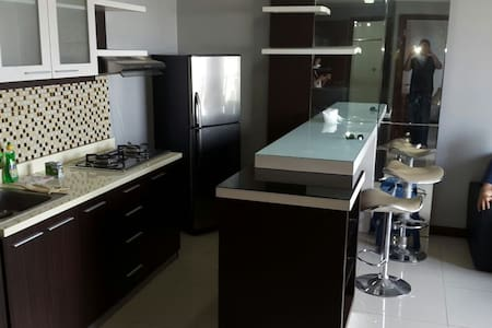 Family - friendly clean apartment - Surabaya