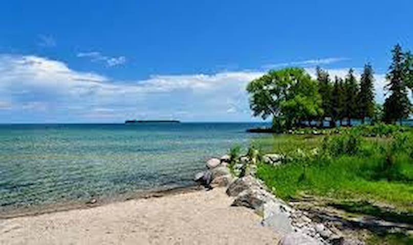 """""""Fond of View"""" Cottage Lake Simcoe - Innisfil - Chatka"""
