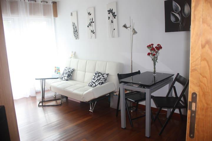 Apartamento completo. Bien ubicado con garaje