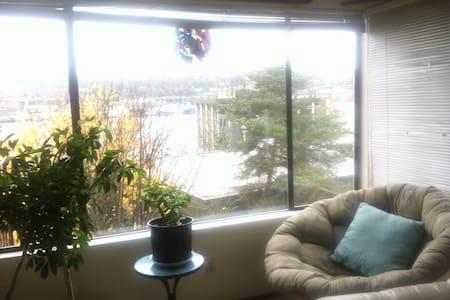 Lake Union View Apartment