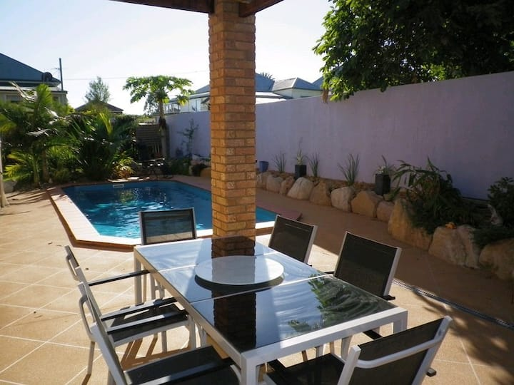 LARGE 4 BEDROOM WITH POOL CLOSE TO IPSWICH CBD