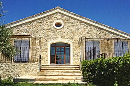 Très belle maison de caractère - Vinassan