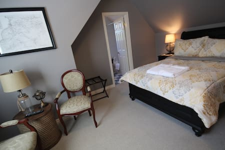 St. Andrews House B&B, The Map Room - Niagara-on-the-Lake