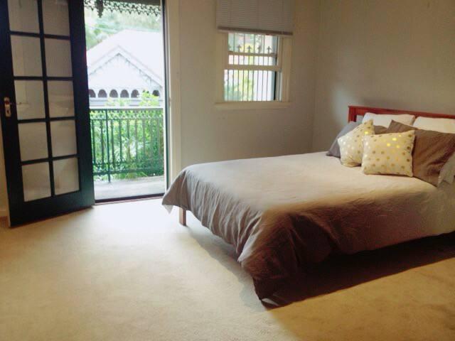 Spacious room- Erskineville/Newtown - Erskineville - Casa
