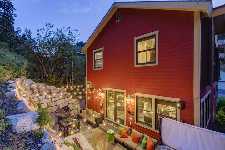 Abode at Daly Canyon | Luxury Old Town Home | 1 Block from Main Street! Hot Tub!